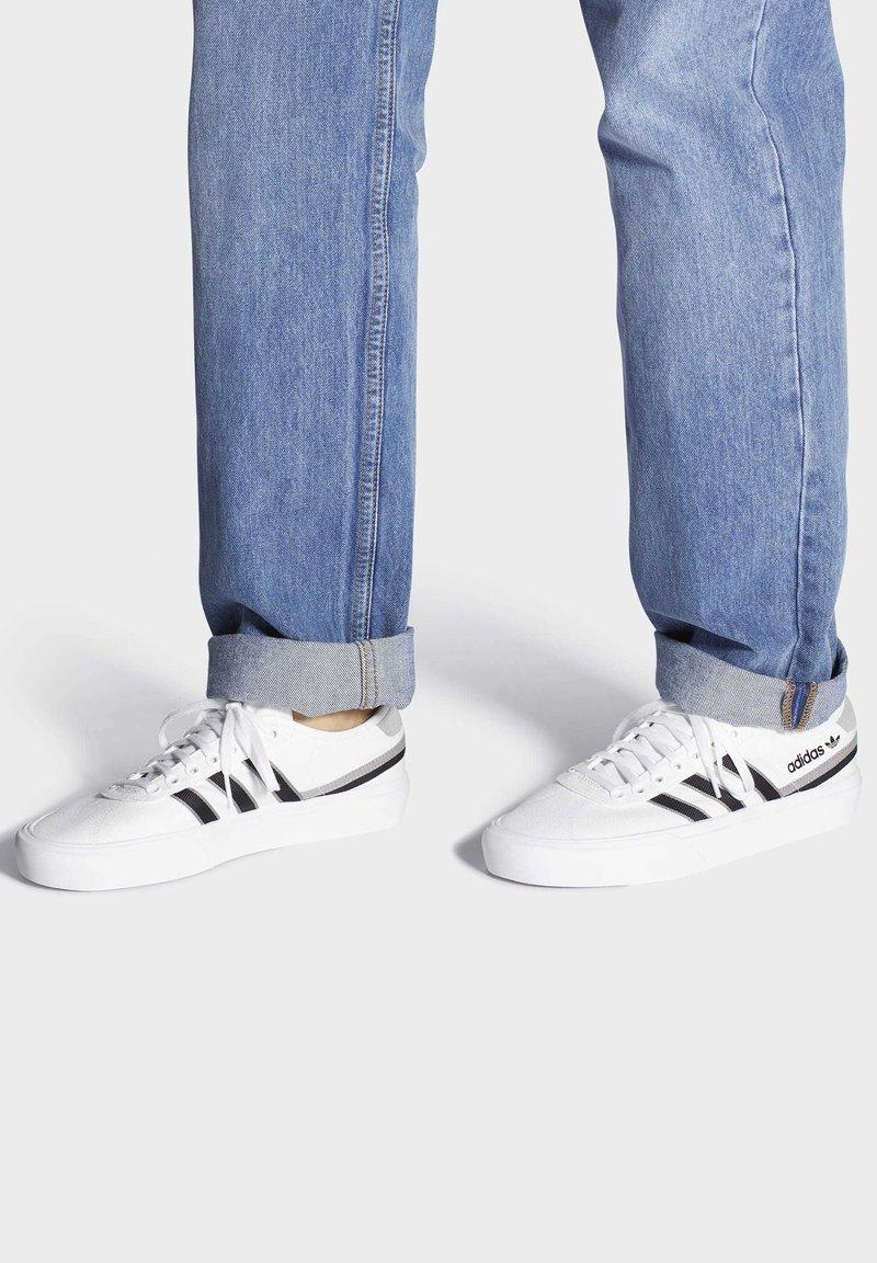 adidas Originals - DELPALA SHOES - Sneakers basse - white