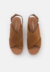 Copenhagen Shoes - SEA PLAIN - Sandalias con plataforma - cognac - 5