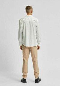 Selected Homme - Vapaa-ajan kauluspaita - white - 2