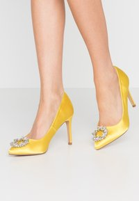 Dorothy Perkins - GLADLY POINTED TRIM COURT - Høye hæler - yellow - 0
