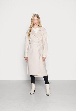 CLEAN BELTED COAT - Klasyczny płaszcz - beige