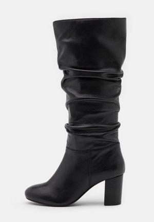 ORELIA RUCHED LONG BOOT - Botas - black