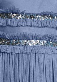 Maya Deluxe - ROUCHED SLEEVELESS MAXI DRESS - Iltapuku - dusty blue - 5