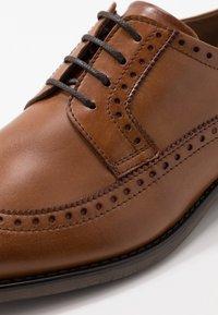 Pier One - Šněrovací boty - cognac - 5