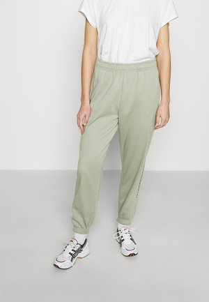 INTERNATIONAL SLOGAN JOGGER - Tracksuit bottoms - sage