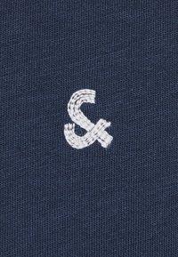 Jack & Jones - KONTRASTDETAIL - Print T-shirt - navy blazer - 3