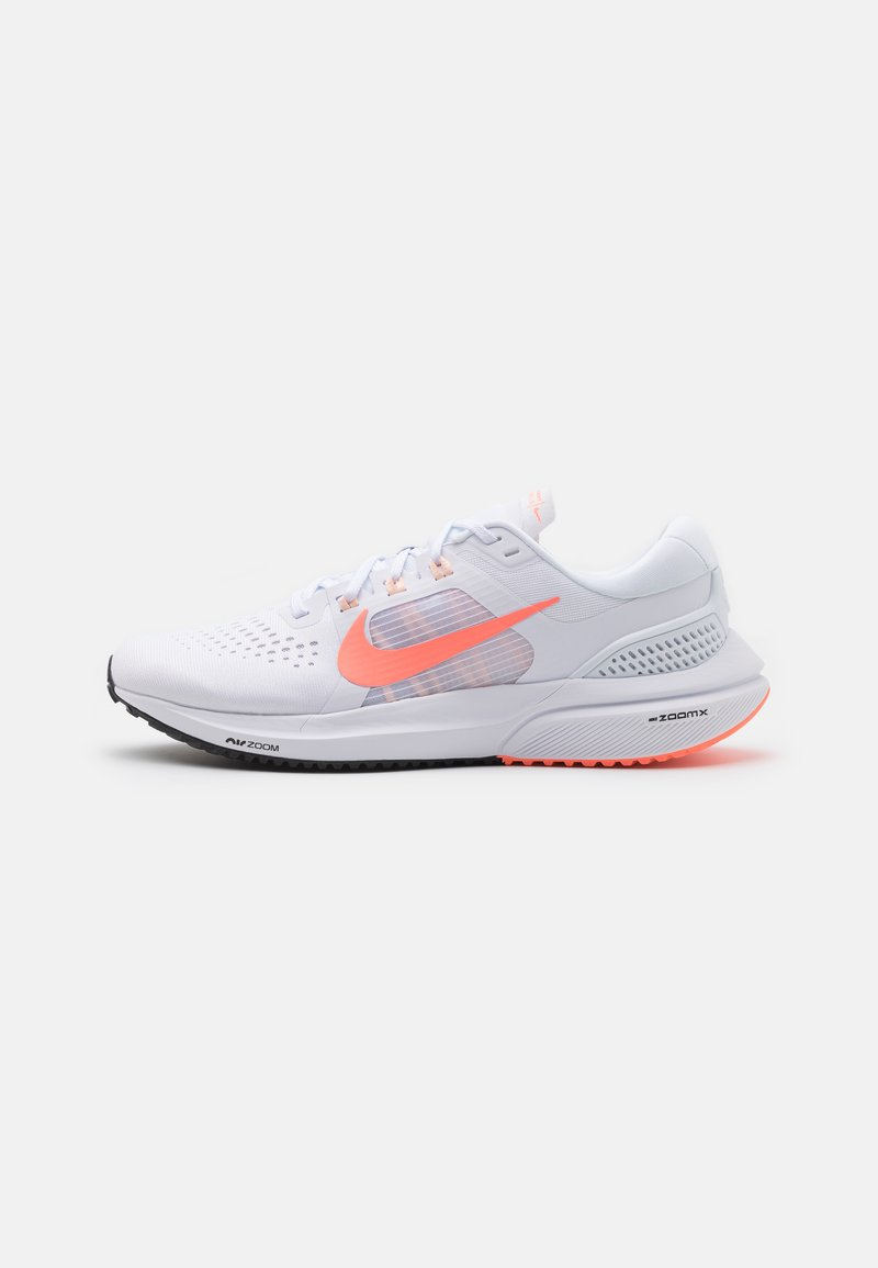 Nike Performance - AIR ZOOM VOMERO 15 - Nøytrale løpesko - white/crimson pulse/crimson tint/black
