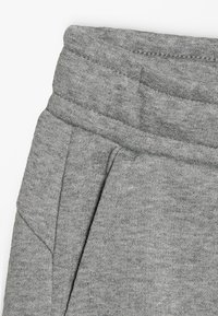 Puma - LOGO PANTS - Trainingsbroek - medium grey heather - 2