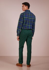 Polo Ralph Lauren - SLIM FIT BEDFORD PANT - Tygbyxor - college green - 2