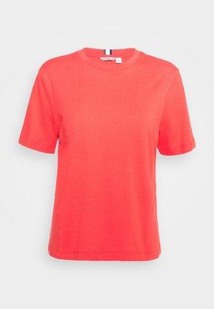 MICHAELA TEE - Basic T-shirt - bittersweet