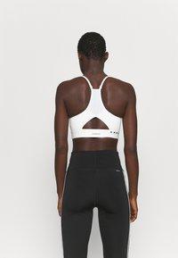 adidas Performance - KARLIE KLOSS LIGHT BRA - Sujetadores deportivos con sujeción media - off white - 2