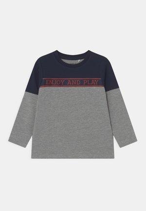 NMMNAPLAY BOX - Long sleeved top - grey melange