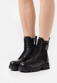 KARL LAGERFELD - TERRA FIRMA HI LACE BOOT - Platform ankle boots - black - 0