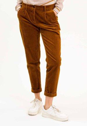 KAYINA - Trousers - braun