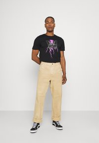 CLOSURE London - ELECTRIC BUTTERFLY TEE - T-shirt print - black - 1