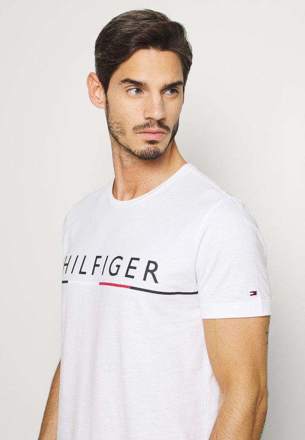 Tommy Hilfiger GLOBAL STRIPE TEE - T-shirt z nadrukiem - white/biały Odzież Męska FDLO