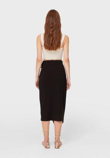 MIT KNOTEN - Wrap skirt - black
