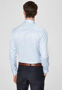 Selected Homme - PELLE - Formal shirt - light blue - 2