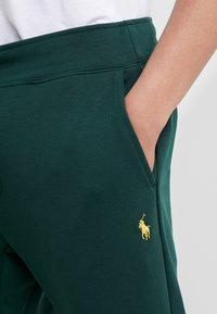 Polo Ralph Lauren - Tracksuit bottoms - college green - 4