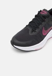 Nike Performance - WINFLO 8 - Neutrala löparskor - black/fireberry/dark smoke grey/white - 5