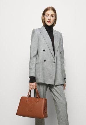 IRIS TOTE STAMPA CERVO SET - Handbag - brown