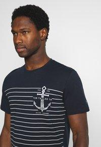 TOM TAILOR - PRINTED HARBOUR STRIPE - Print T-shirt - dark blue - 3