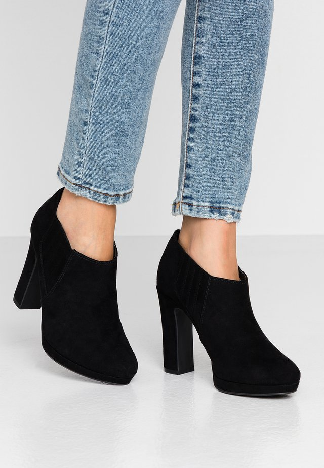 QUEUE - High heeled ankle boots - black