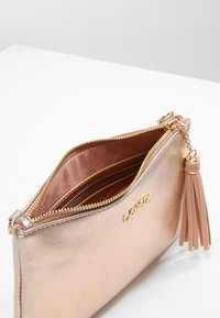 L. CREDI - Clutch - rose-gold - 4