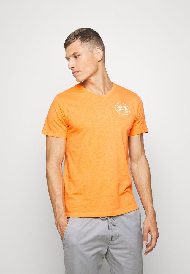 T-shirts med print - fluor orange