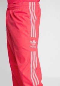 adidas Originals - LOCK UP - Trainingsbroek - flash red - 3