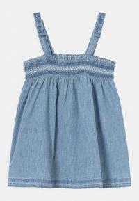 GAP - SMOCK - Denim dress - light-blue denim - 0
