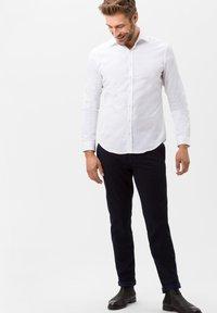 BRAX - STYLE HAROLD - Camicia elegante - white - 1