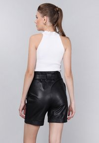 Basics and More - Shorts - black - 1