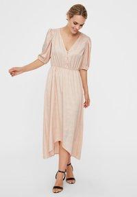 Vero Moda - MAXIKLEID V-AUSSCHNITT - Maxi dress - rose dust - 1