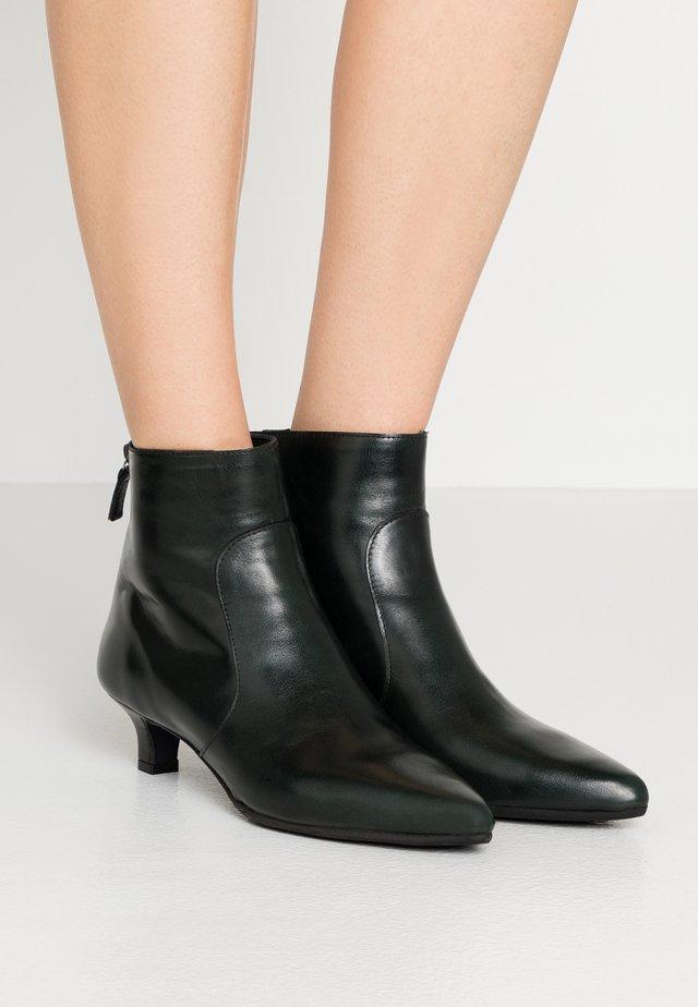 Classic ankle boots - poncho araze