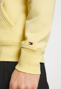 Tommy Hilfiger - LOGO HOODY - Sweat à capuche - yellow - 3