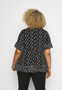 Simply Be - SPOT RUFFLE - Print T-shirt - mono - 2