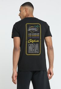 New Era - NBA LA LAKERS NEON LIGHTS TEE - Club wear - black - 2