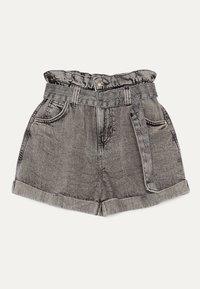 Bershka - MIT GÜRTEL  - Szorty jeansowe - light grey - 0
