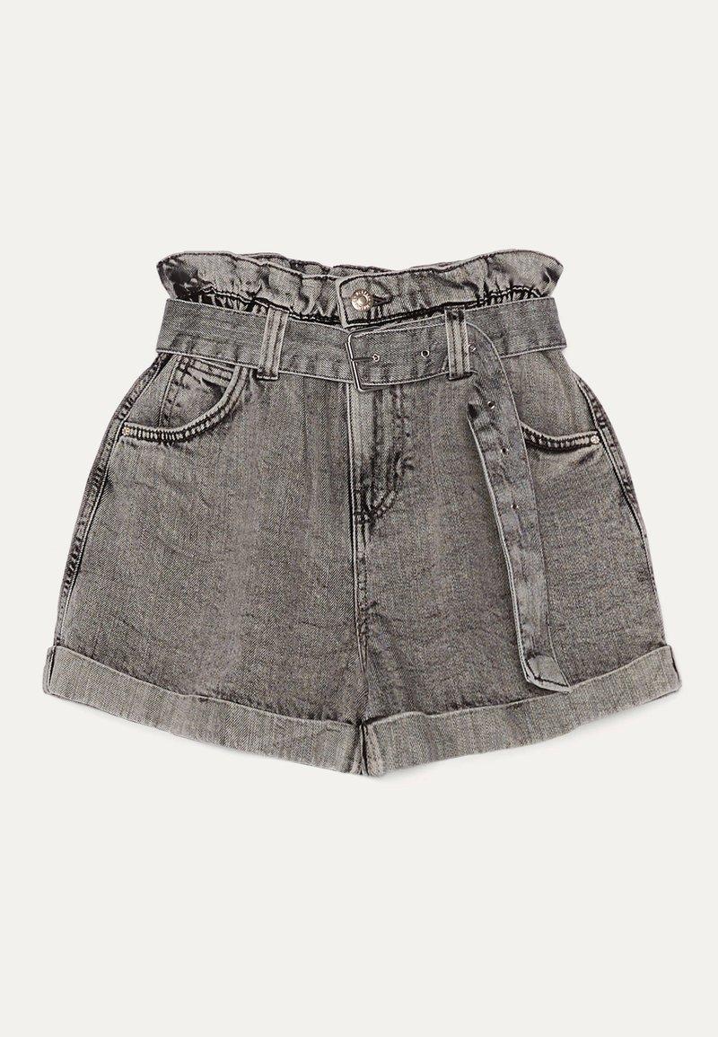 Bershka - MIT GÜRTEL  - Szorty jeansowe - light grey