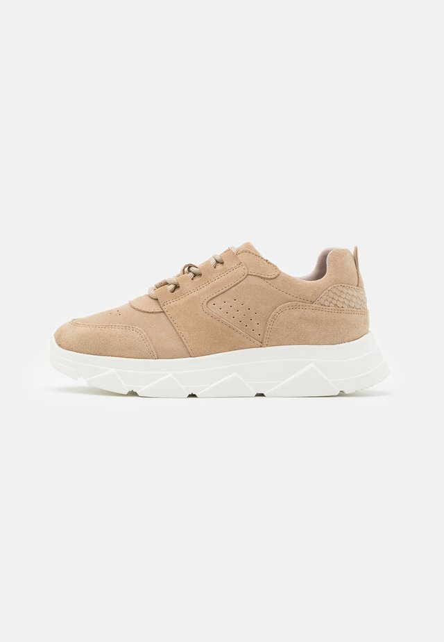 VMNUE  - Sneakers basse - nude