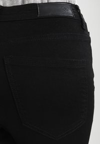 Vero Moda - VMSOPHIA NEW  - Slim fit jeans - black - 5