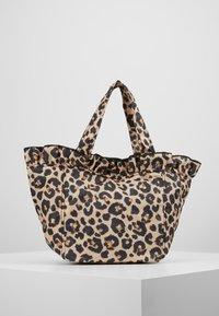 Loeffler Randall - TOTE - Kabelka - leopard - 2