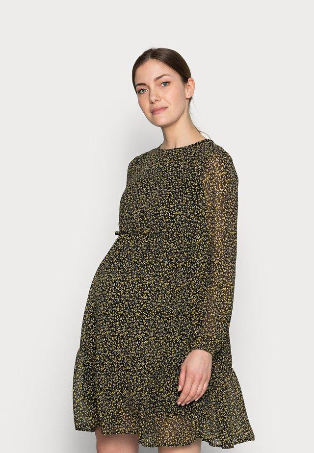 PCMMISTY DRESS - Korte jurk - black/yellow