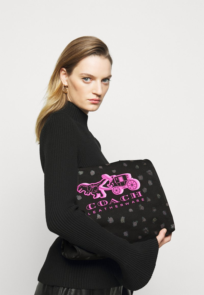 Coach - REXY AND CARRIAGE TOTE - Tote bag - black