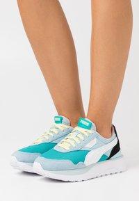 Puma - CRUISE RIDER SILK ROAD - Sneakers laag - viridian green/aquamarine - 0