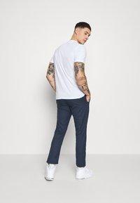 Tommy Jeans - SCANTON PINSTRIPE TRACK PANT - Pantalon classique - twilight navy - 2