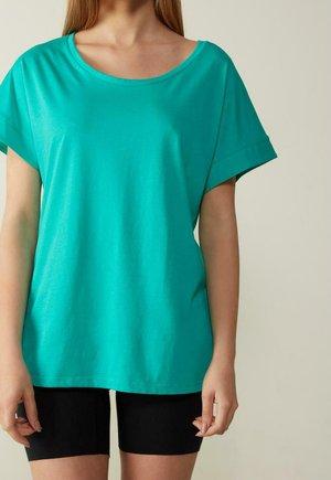MIT UNTERLEGTEN KA - Basic T-shirt - green emerald