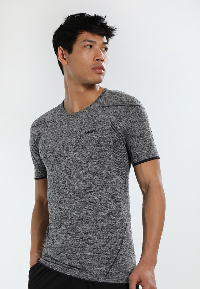 ACTIVE COMFORT - Basic T-shirt - black