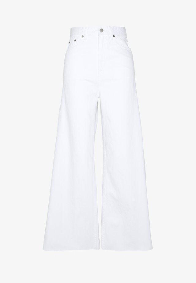 AIKO TALL - Flared jeans - white